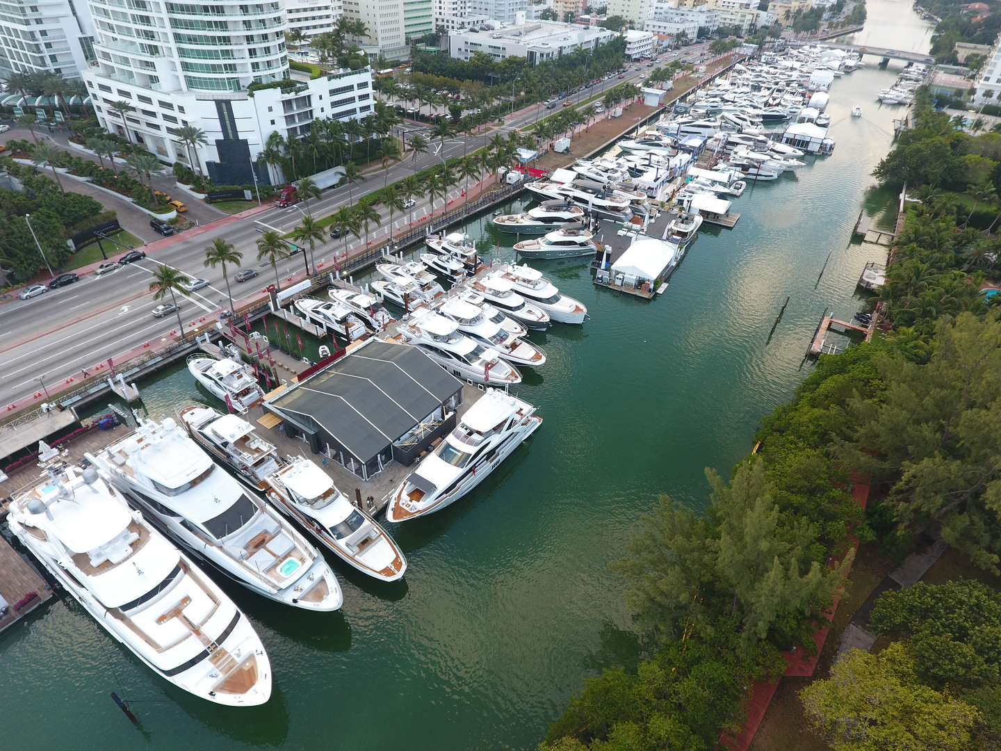 Miami international boat show 2017 azimut yachts official - Miami boat show ...
