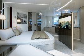 Azimut S7 - Owner's Cabin - Decor Platino